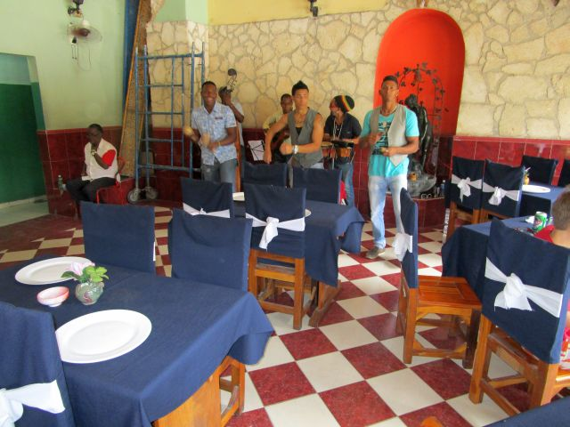 Musicians in El Paso Restaurant in Havana